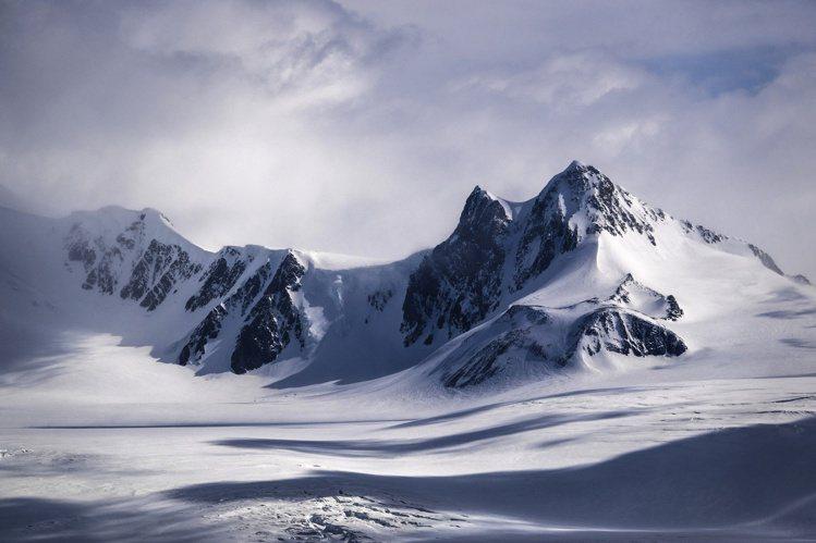 Ellesmere Treasure作品設計靈感來自加拿大的北極圈山脈。圖/DE...