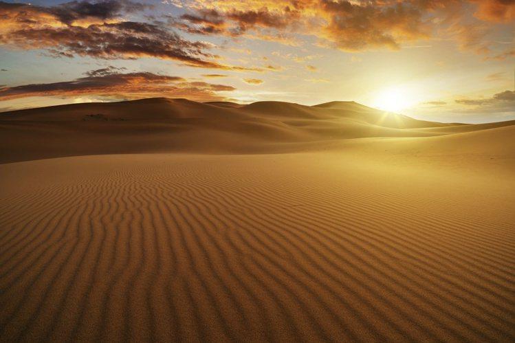 Namib Wonder作品設計靈感為納米比亞的納米比沙漠。圖/DE BEERS...