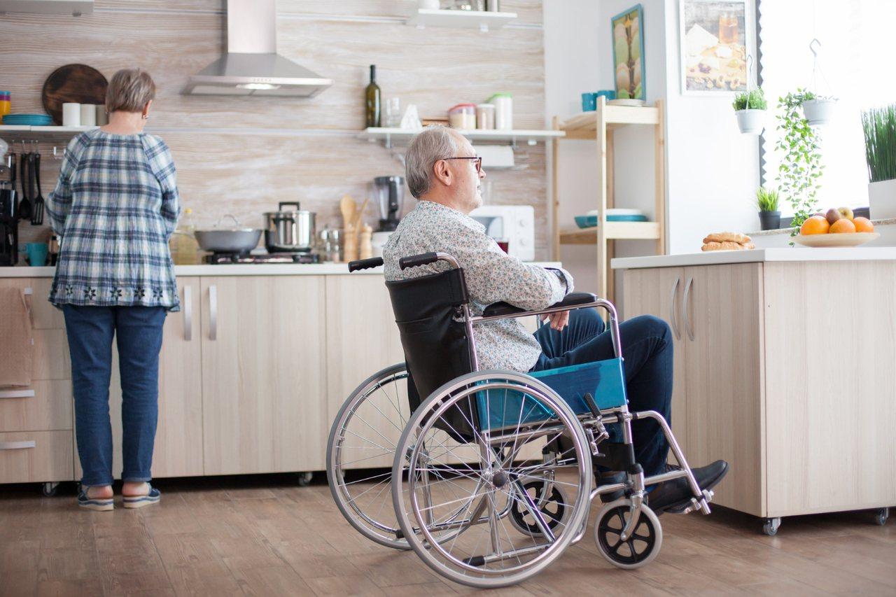照顧失智患者,畢竟不是只有花錢和關心吃、睡就好,我們需要協助真正貼身承擔每一天照...