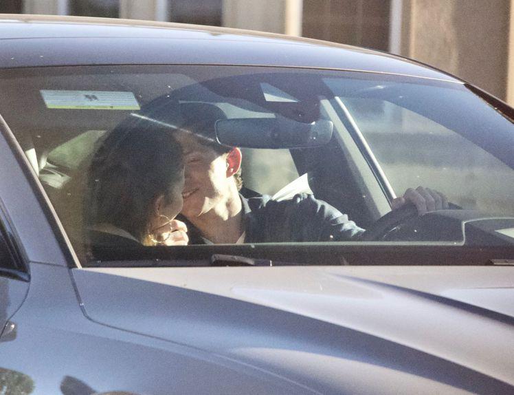千黛亞與湯姆霍蘭德七月初被拍到在車內接吻。圖/達志影像
