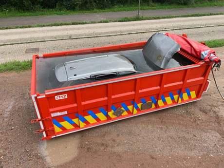 電動車失火該怎麼撲滅? 比利時消防隊示範給你看