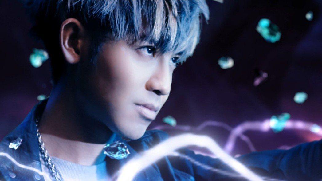 化身遊戲角色的鼓鼓本身也很愛玩遊戲,拍攝MV讓他有夢想成真的感覺。 圖/艾玩天地...