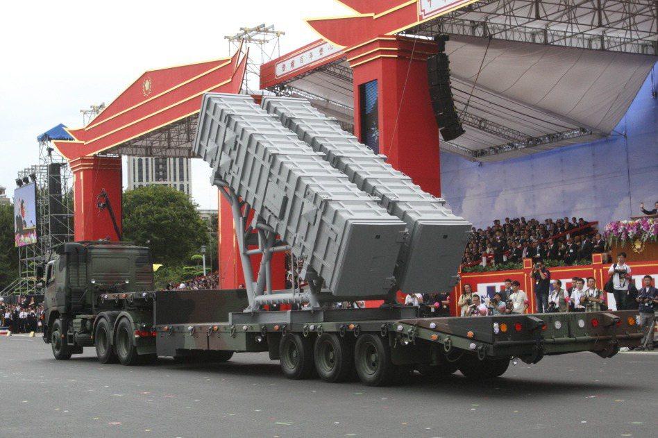 美國海軍陸戰隊、日本自衛隊與台灣海軍,都不約而同地發展射程更長、性能更好的陸基反艦飛彈系統,並不是巧合。這是面對中國軍力快速發展,海軍艦隊已構成巨大威脅下,最為有效且成本最低的反制方式。 圖/聯合報系資料照片