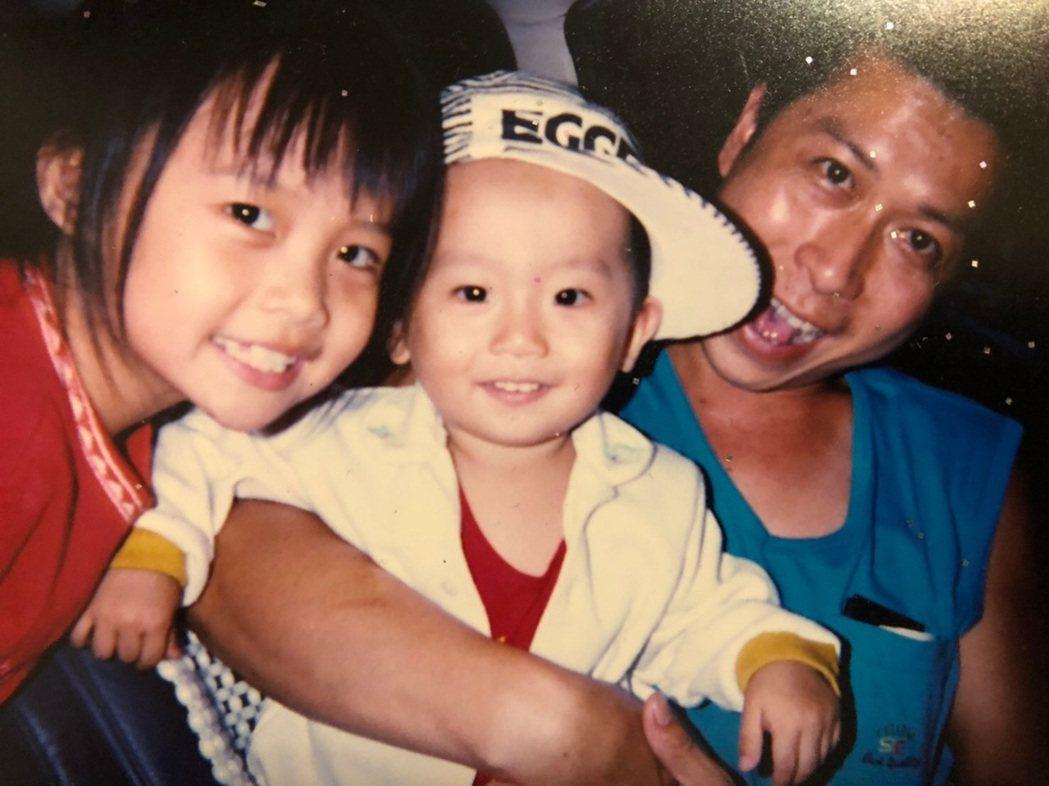 李智凱(中)笑說,自己小時候是個調皮的小鬼。照片提供/李智凱