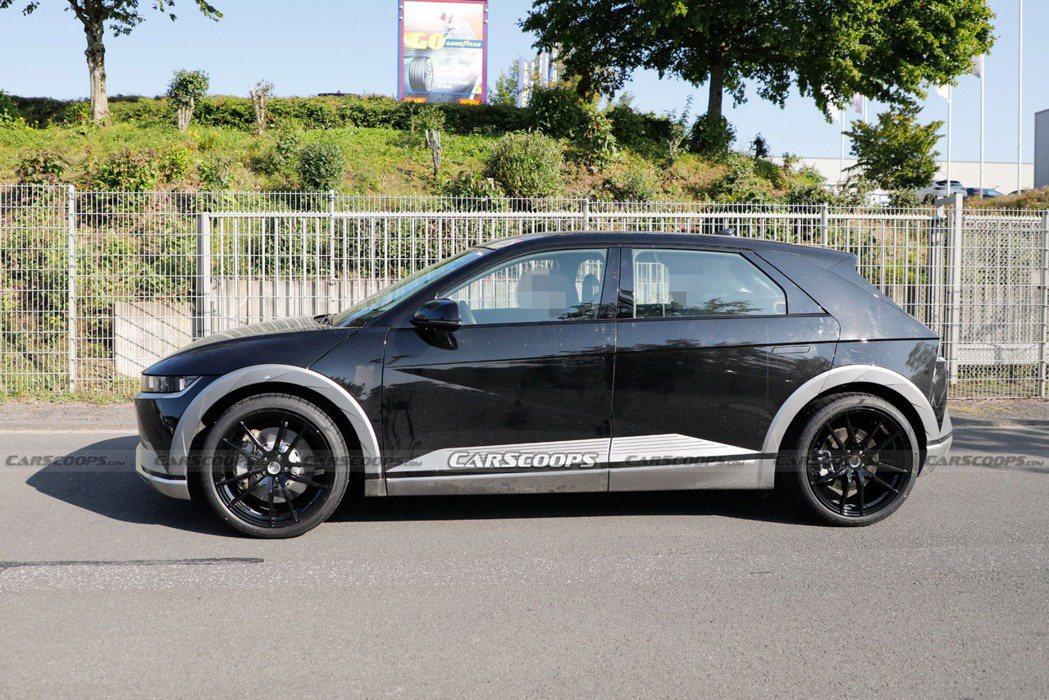全新Hyundai IONIQ 5 N純電性能車首度現身。 摘自carscoop...