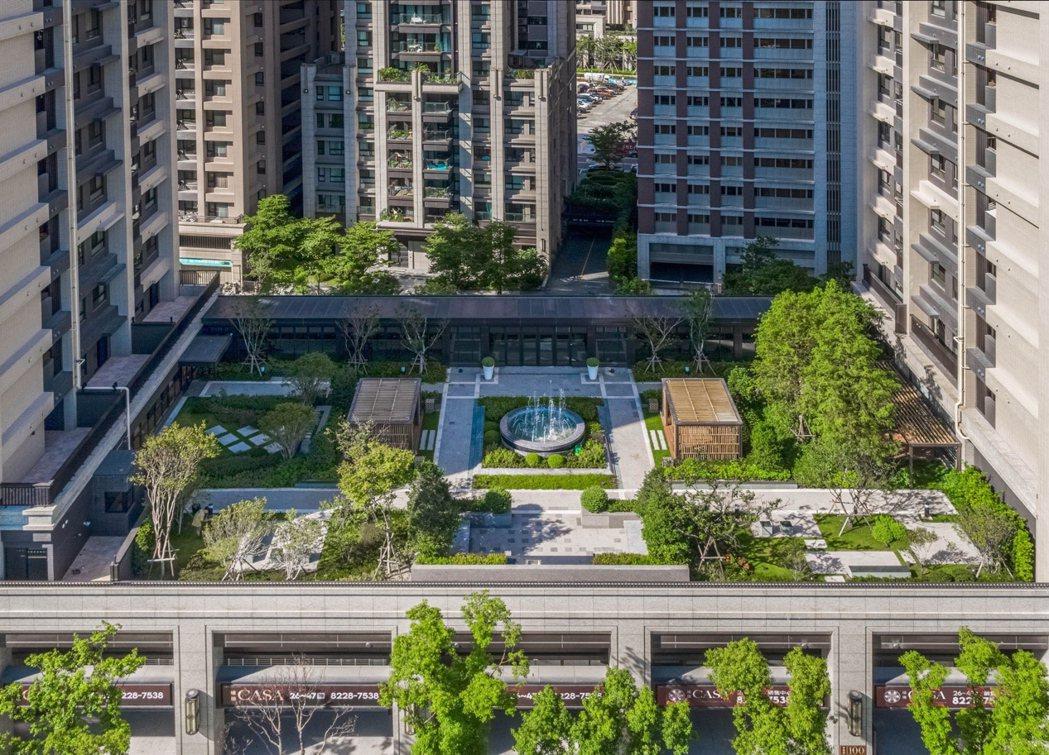 遠雄CASA擁有500坪空中義式庭園,以種植四季植栽為主,層砌綠化景緻為熱銷關鍵...