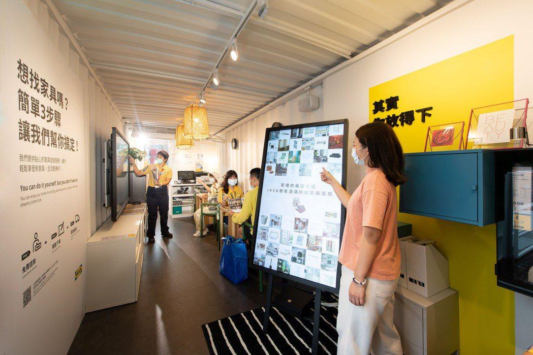 IKEA行動商店的二樓,提出家具規畫服務。圖/IKEA提供