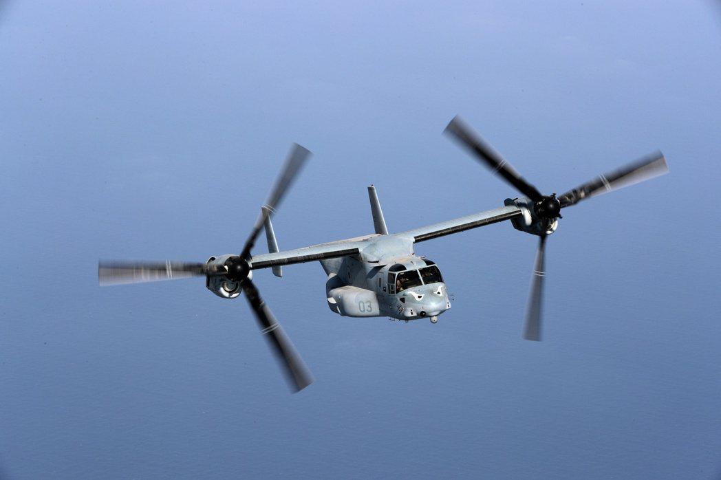 另外美國海軍陸戰隊在配備能垂直起降的F-35B戰機,與飛行速度更快的MV-22傾斜旋翼運輸機後,直接從空中進行奪島作戰的能力大增。圖為MV-22傾斜旋翼運輸機。 圖/路透社
