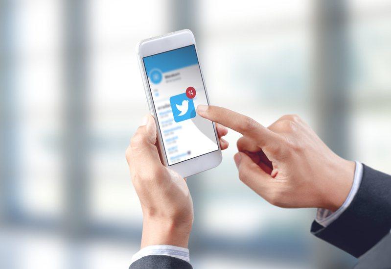 社群媒體推特數月前預告推出付費訂閱功能,並完成一系列測試後,1日Super Follows正式上線。示意圖/Ingimage
