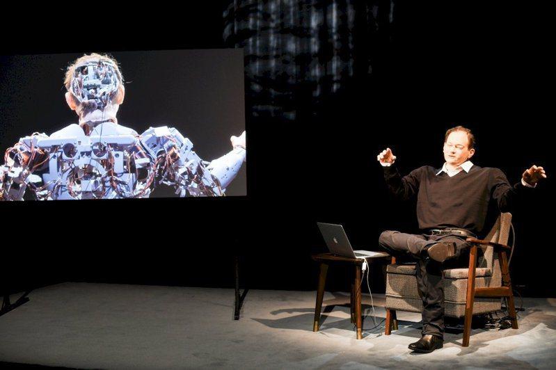 德國里米尼紀錄劇團為作家湯瑪斯打造的機器人,十月來台參加兩廳院首屆「秋天藝術節」,將是唯一的「外國演員」。圖/兩廳院提供