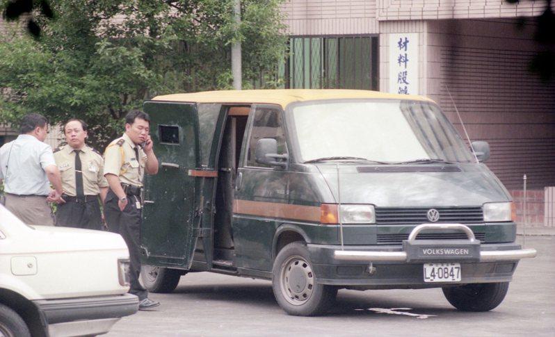 台北市警南港分局刑事組偵辦衛豐保全運鈔車搶案。圖/聯合報系資料照片