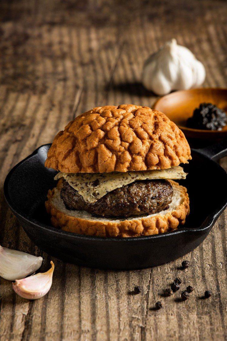 松露和牛漢堡排加上特製松露奶油,創造出更豐富的松露香氣。圖/星宇提供