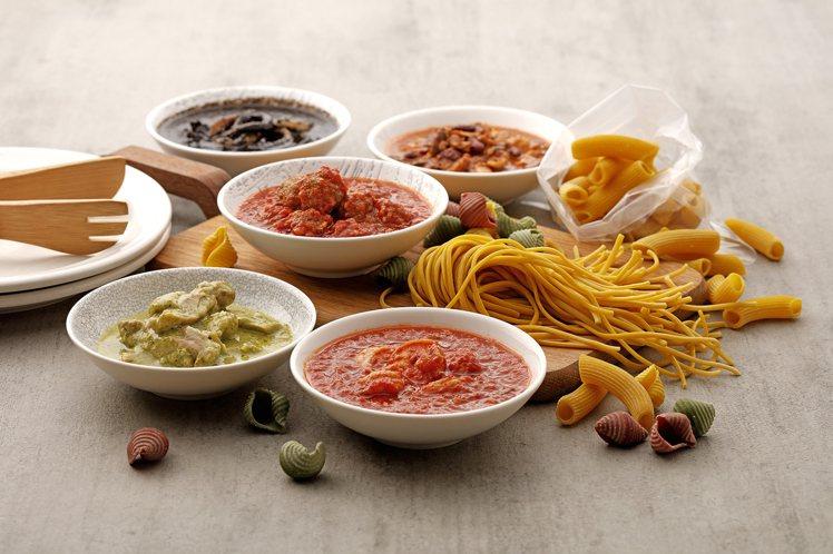 「手工義大利麵+醬組」,共5種口味醬汁,每組1,040元。