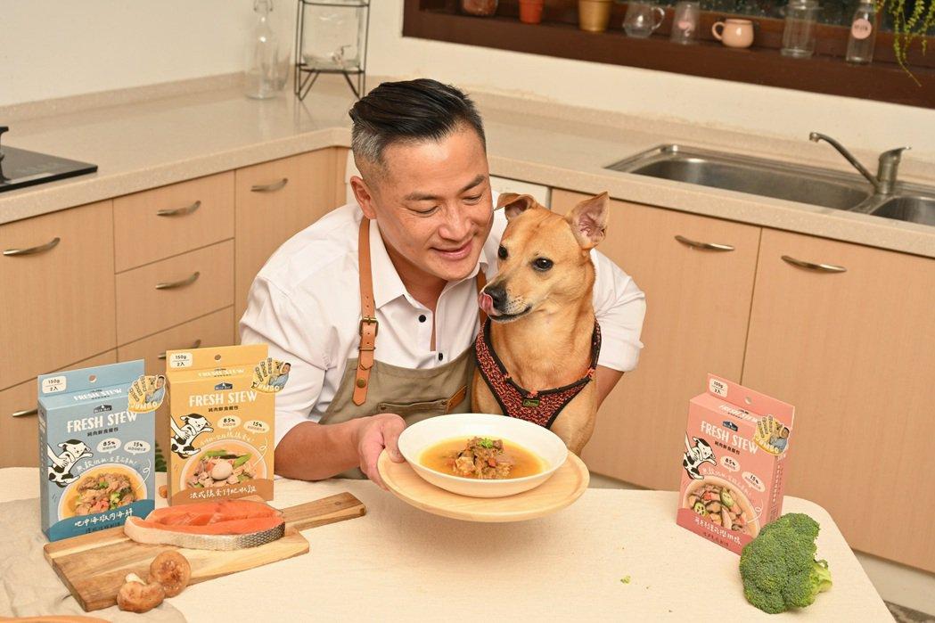 江宏恩飼養的D弟面對美食忍不住猛舔口水。圖/艾迪昇傳播提供