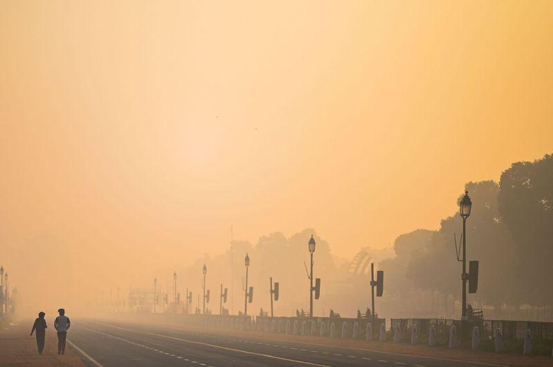 一項新的研究表明,印度的空氣污染非常嚴重,甚至「可能會使該國數億人的預期壽命減少多達9年」。法新社