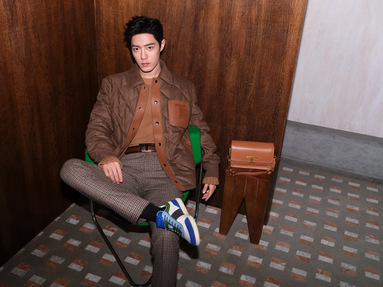 肖戰在TOD'S廣告中示範各式秋冬新靴款、撞色休閒鞋、T Timeless樂福鞋...