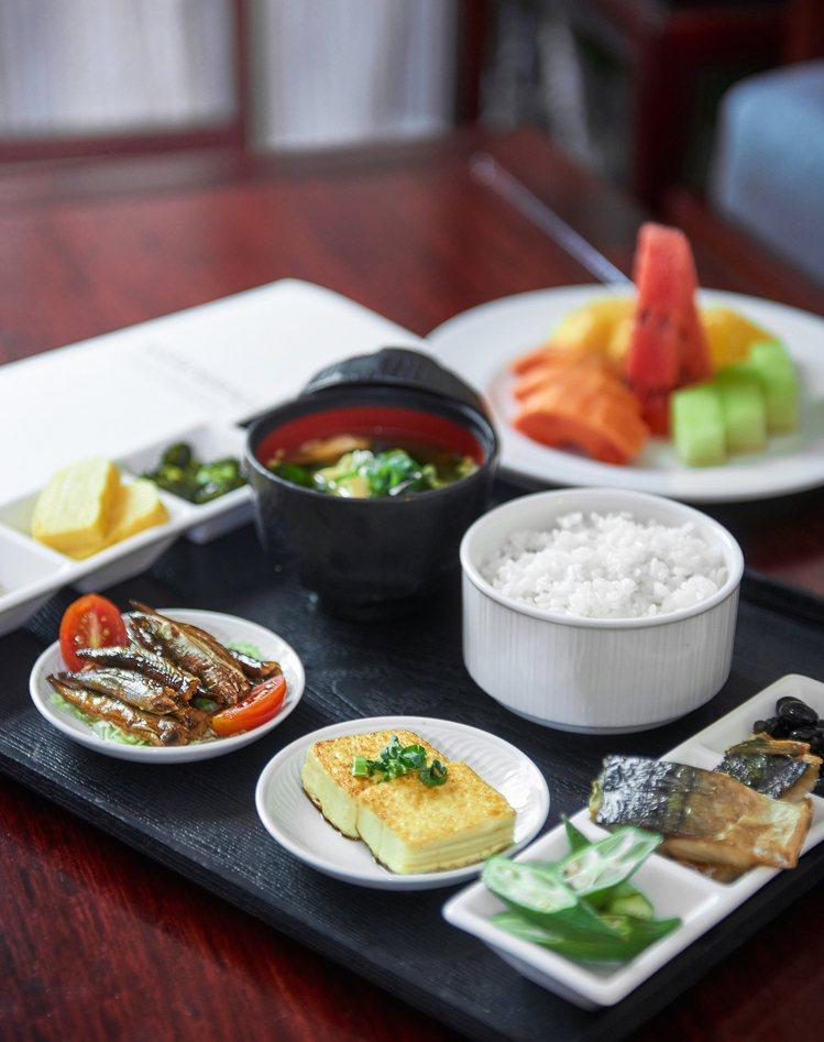 台北福華大飯店提供早餐room service。圖/台北福華提供