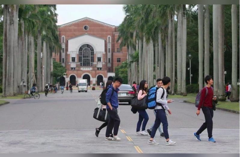 台北市副市長蔡炳坤表示,北市府已經訂定「大學防疫工作的建議指引」。圖/本報資料照片