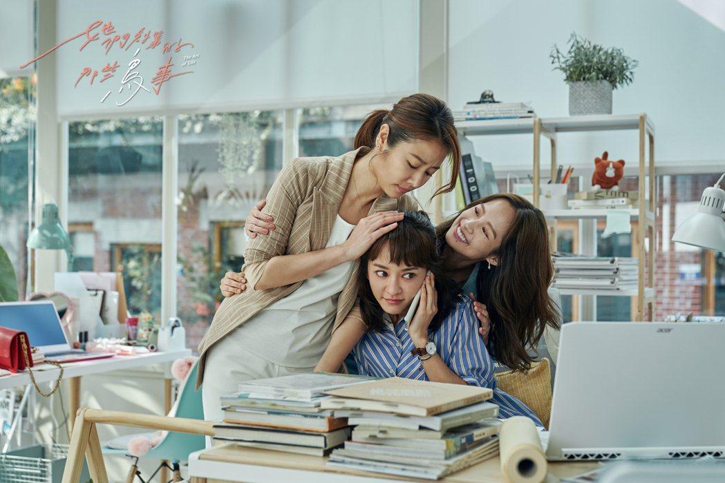林心如(左起)、陳意涵、簡嫚書主演「她們創業的那些鳥事」。圖/可米傳媒提供