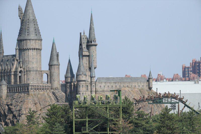 北京環球影城即將開園,圖為園區之一的「哈利波特魔法世界」。(中新社)
