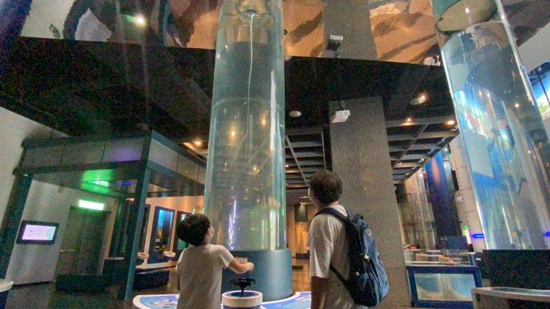 水龍捲實驗為海科館科學廳展項之一,位展廳入口處。圖/海科館提供