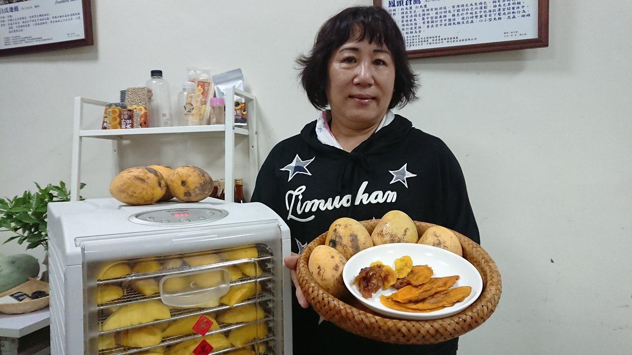 王麗珠擅長製作餐飲又會翻新花樣,改用低溫長時間烘烤金蜜芒果,乾保留較多的芒果原始...