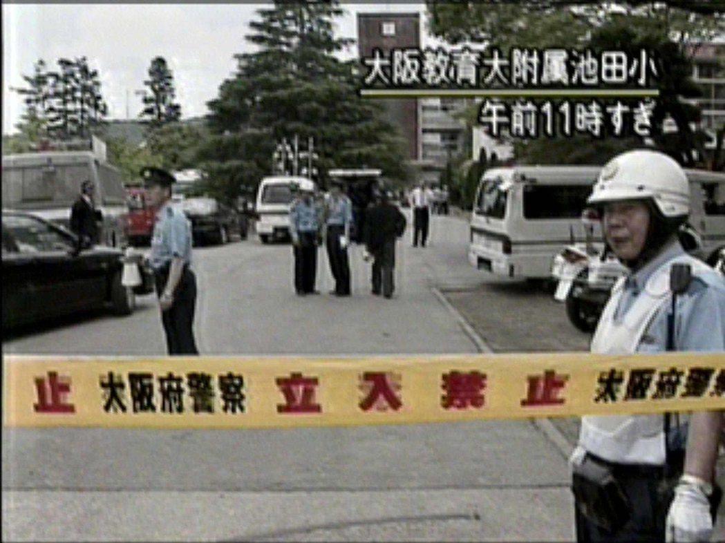 案發後池田小學隨即由大阪警方封鎖現場。 圖/路透社