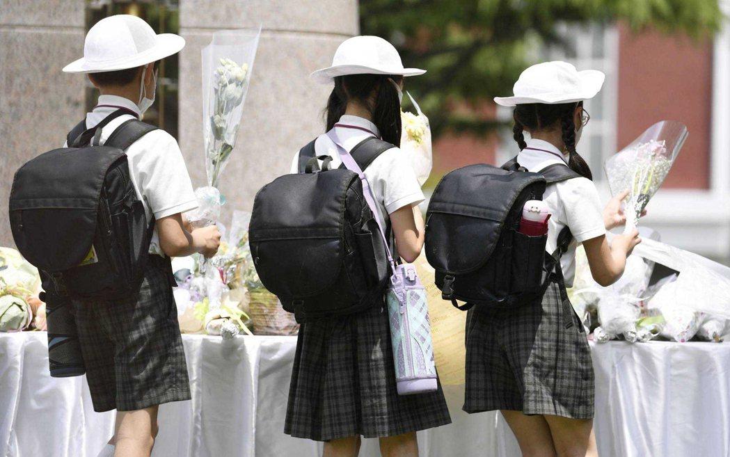 每年池田小學的忌日哀悼式。 圖/美聯社