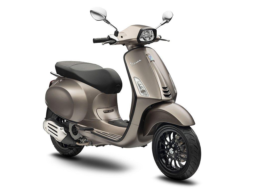 「Bronzo Antico青銅棕」充滿了奢華與未來感,其金屬色澤完美呈現在Ve...