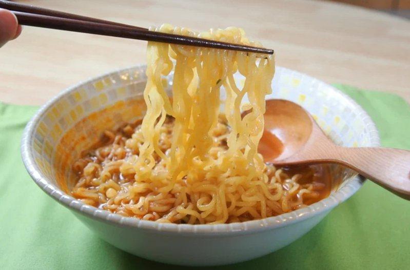 很多人愛吃泡麵,既方便又美味,圖為泡麵示意圖。 圖/聯合報系資料照片