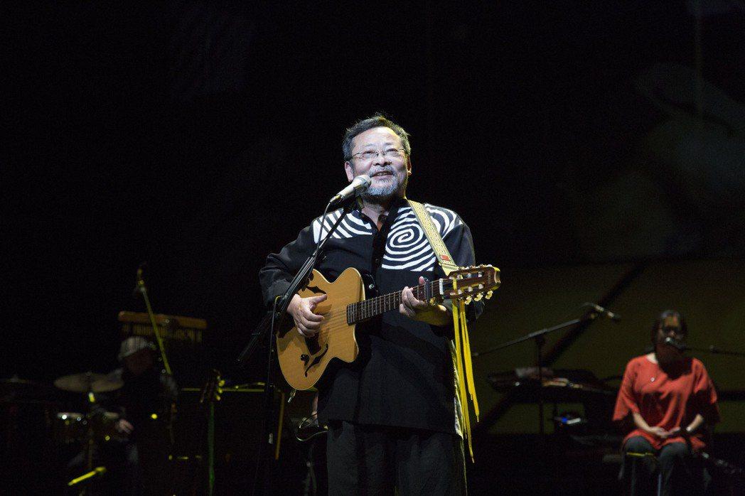《陳明章真情音樂會》以「土地」與「海洋」主題收斂過往音樂,帶來最經典不朽的音樂選...