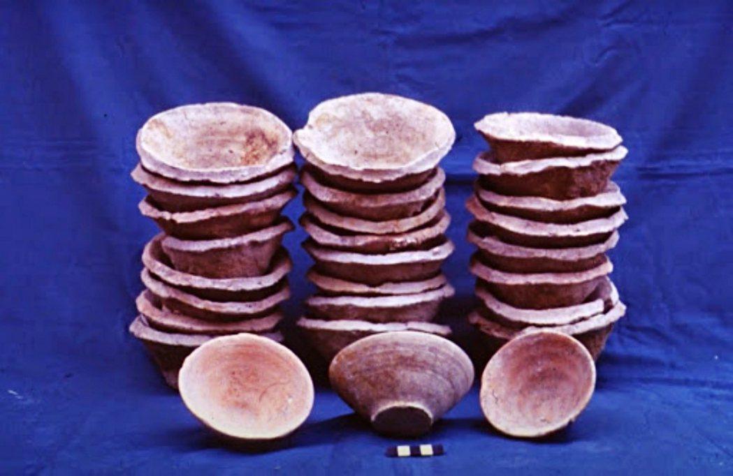 大量製造、用過即拋的斜邊碗(bevel-rim bowl)。 圖/<a href...