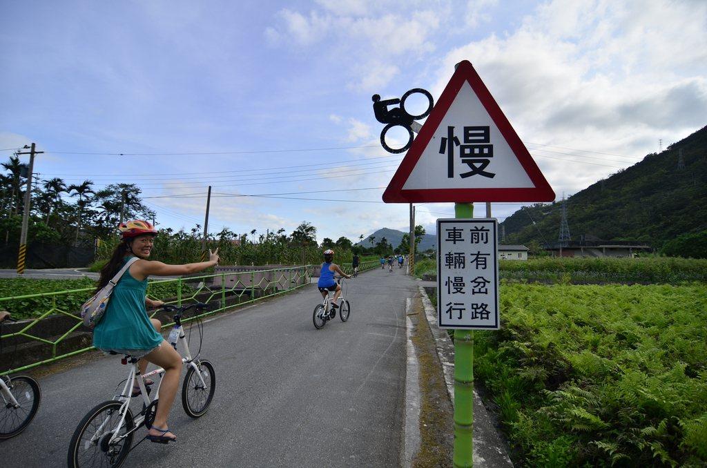 親山線自行車道多為筆直車道,騎起來十分輕鬆。 圖/吉安鄉公所提供