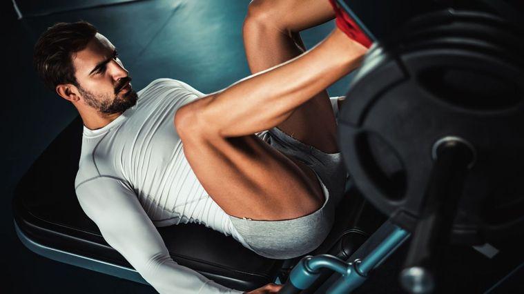 影片中除了分享腿肌訓練菜單,也會細說每個動作的注意事項。圖/Canva