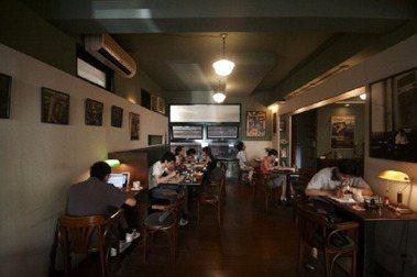 「挪威森林」咖啡館創辦人余永寬90年代初開業,一路營運至2007年歇業,成為許多人的青春記憶。圖/余永寬提供