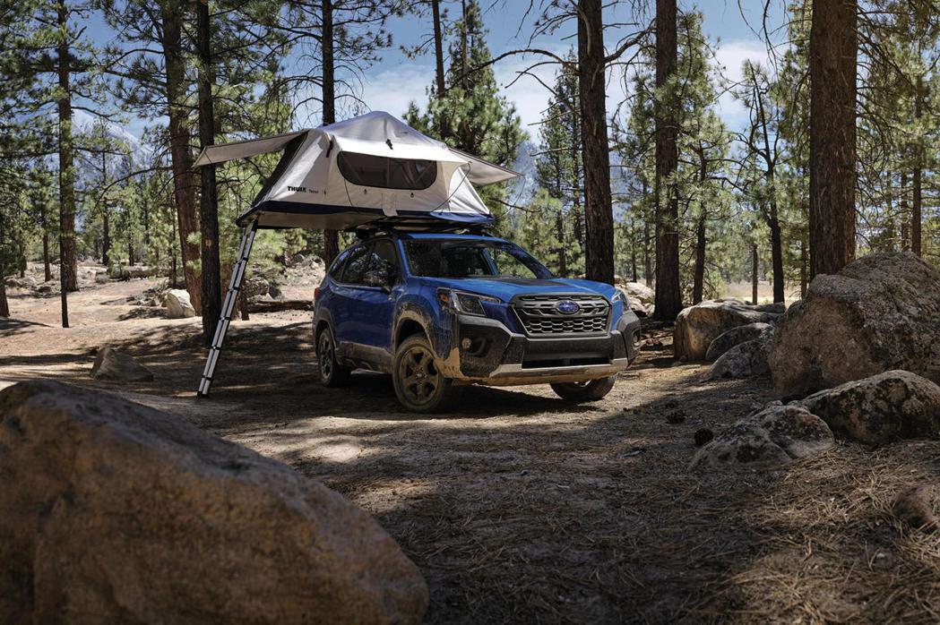車輛停妥靜止時則從318公斤提升到363 公斤,足夠露營者安裝車頂帳。 圖/SU...
