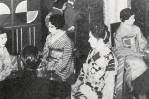 戰前東京銀座一度充斥「女給」陪坐談笑的Café。圖/麥田出版提供