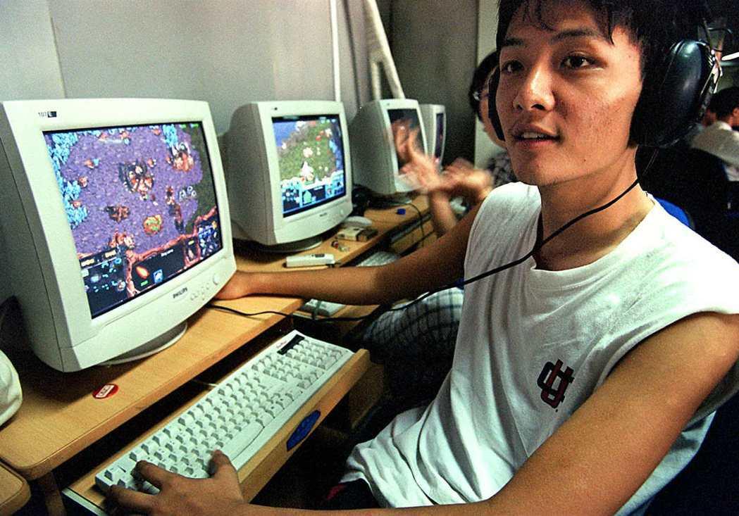 圖為中國玩家與星海爭霸第一代的初期電競玩家。 圖/路透社
