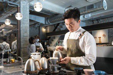 台灣首位在世界咖啡大賽奪魁的頂尖咖啡師─吳則霖。報系資料照