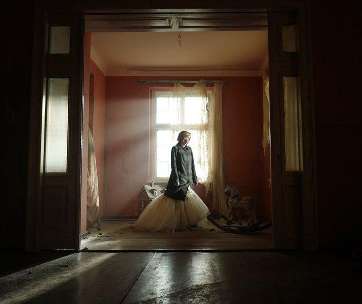 10月7日將在倫敦放映的《史賓賽》,釋出新的劇照。圖/取自IG @kstewup...