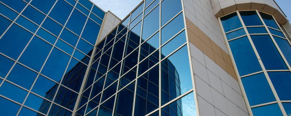 頂鑽光學反熱離子膜結合專利技術的中間膜所製成的膠合玻璃,也是膠合玻璃中唯一榮獲高...