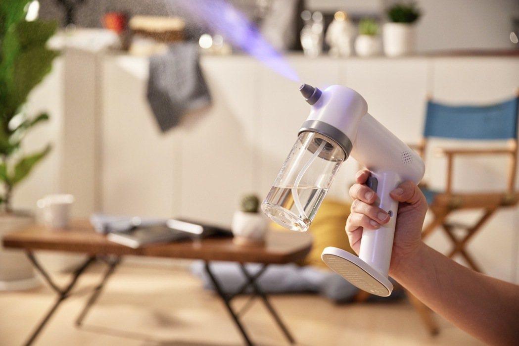 MIWORKS所推出的奈米級霧化消毒噴霧槍,加上雙流道噴頭,奈米級霧化顆粒小,效...