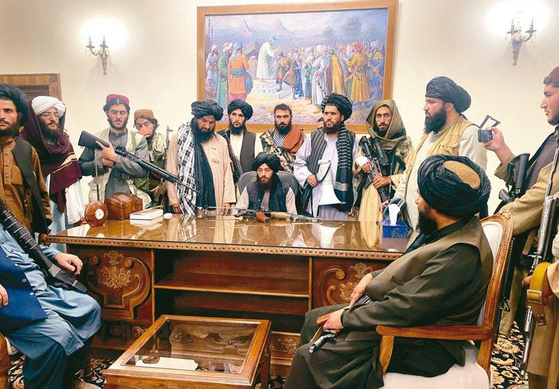 神學士民兵重獲阿富汗政權後,變得更加務實且更善於公關。然而專家認為,神學士的核心觀念並沒有根本改變。(美聯社)