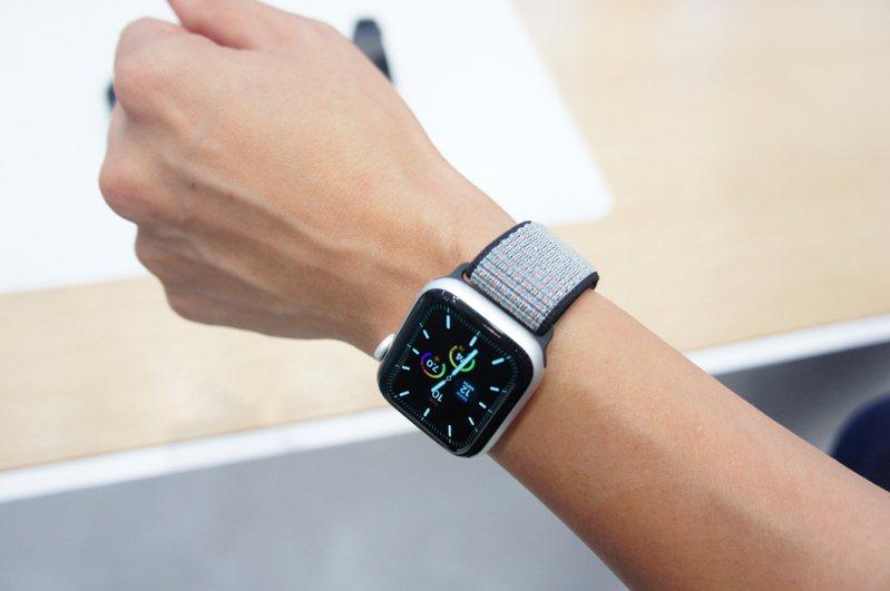 蘋果下一代Apple Watch打算在消費者手腕上塞入更多資訊。中央社