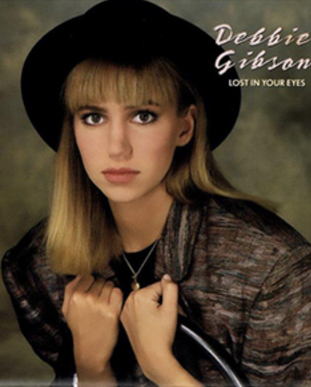 黛比吉布森不到20歲就成為美國最紅偶像歌手之一。圖/摘自IG