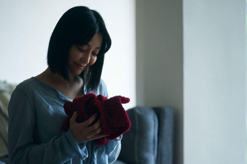 謝欣穎演出「可惜了」MV,挑戰一鏡到底的獨角戲。圖/索尼音樂提供