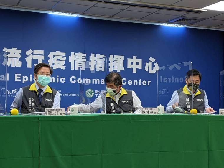 昨首批BNT來台,指揮官陳時中昨邀請致力爭取疫苗的鴻海創辦人郭台銘下周一起接機,...
