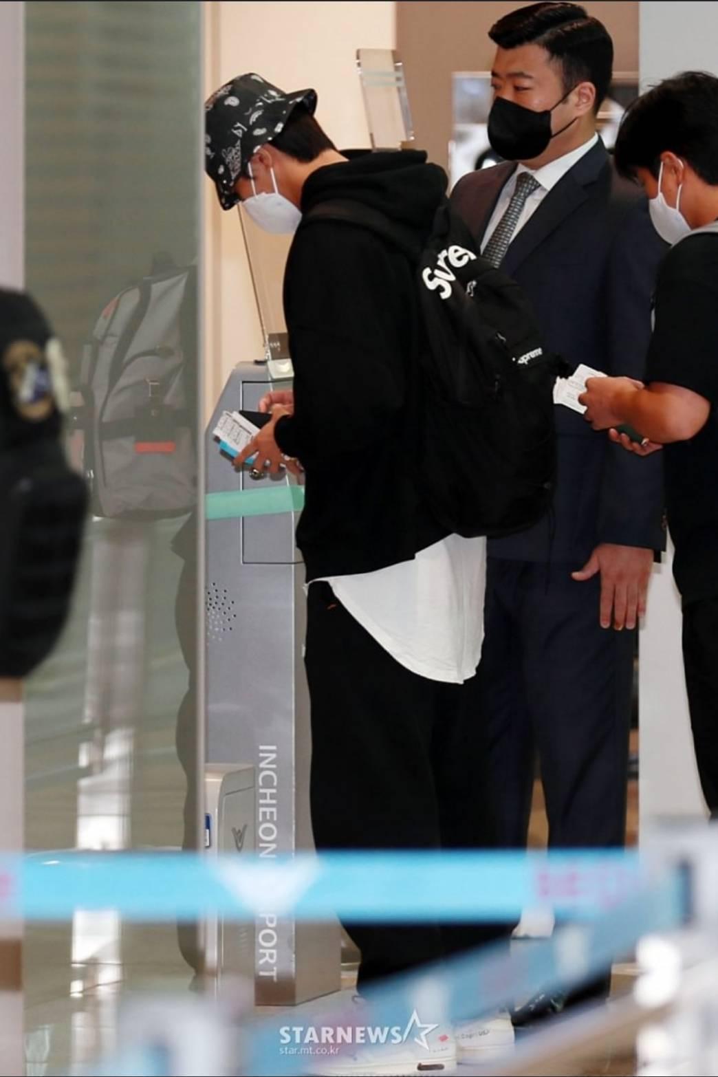朴敘俊被拍到動身前往英國。圖/摘自STARNEWS