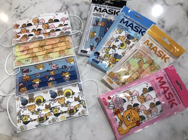7-ELEVEN超商獨家推出「KAKAO FRIENDS醫療口罩」,共4款,每款一包5入裝售價89元,9月4日起於具有販賣業藥商許可執照的門市開賣。記者陳立儀/攝影
