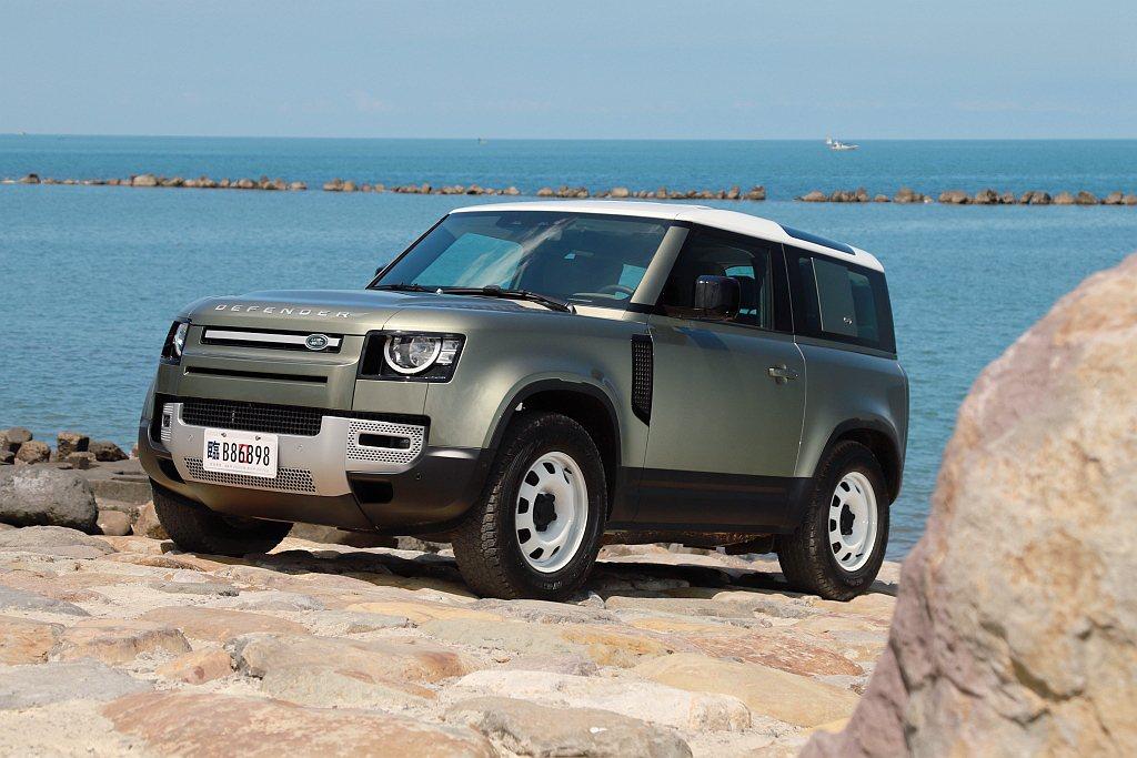 全球熱賣的Land Rover Defender,短軸車型雖然在8月底導入台灣,...